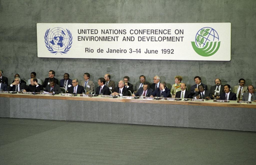 Líderes e representantes de países durante a Conferência das Nações Unidas sobre o Meio Ambiente e o Desenvolvimento (Rio-92). Crédito: UN Photo/Joe B Sills III